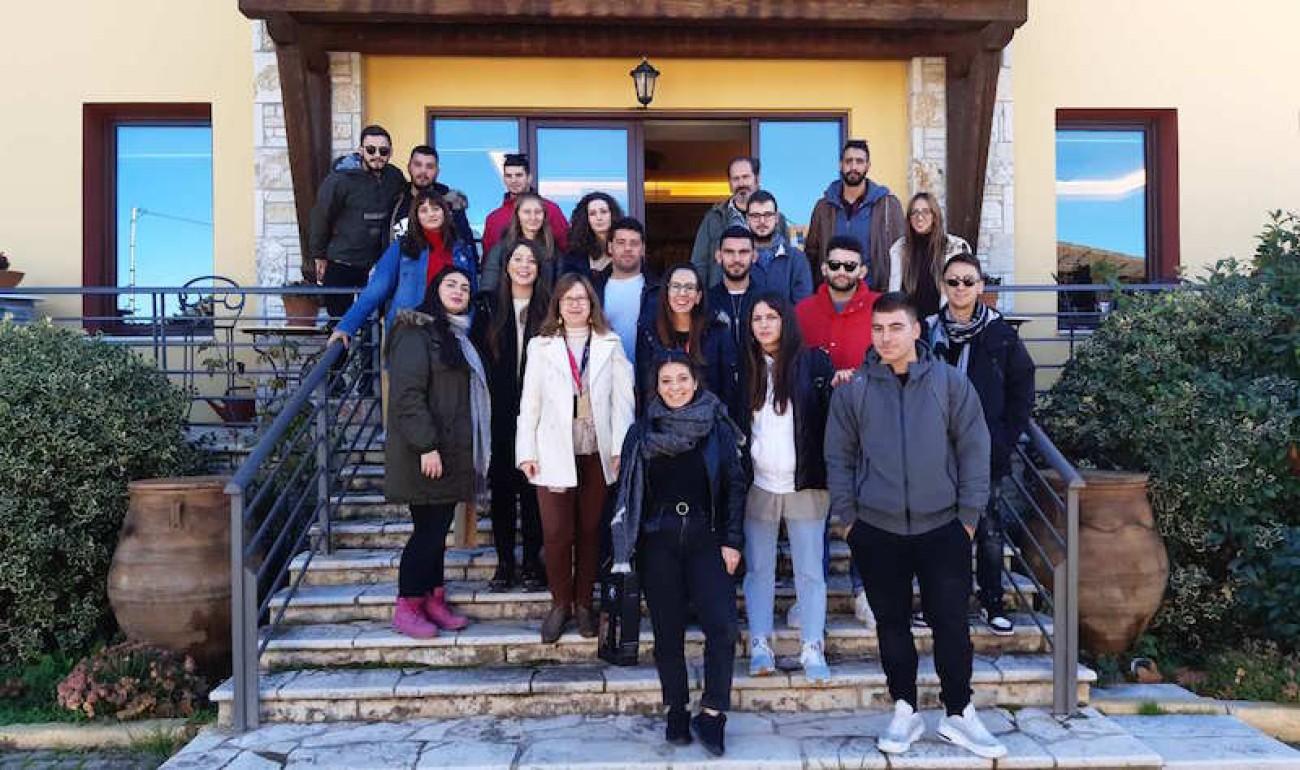 """Εκπαιδευτική επίσκεψη στο Οινοποιείο """"Τετράμυθος"""" πραγματοποίησαν οι σπουδαστές του ΙΕΚ ΔΕΛΤΑ 360 Πάτρας"""