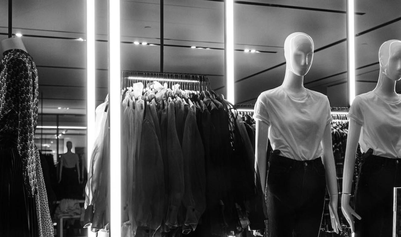 Window Styling & Visual Merchandising - Fashion & Decoration Trends
